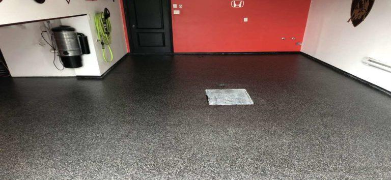 Plancher de garage en époxy avec flocon de vinyle